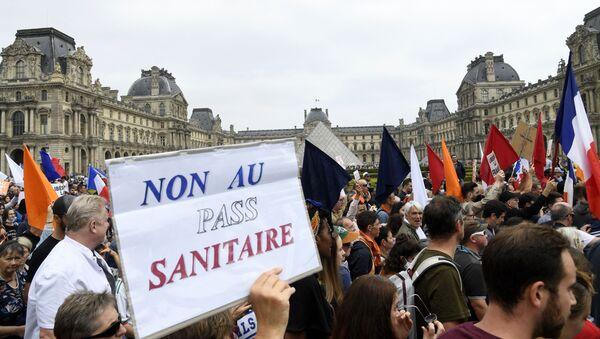 Une manifestation contre l'extension du pass sanitaire à Paris - Sputnik France