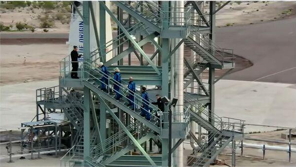 Jeff Bezos s'apprête à voler dans l'espace à bord du New Shepard - Sputnik France