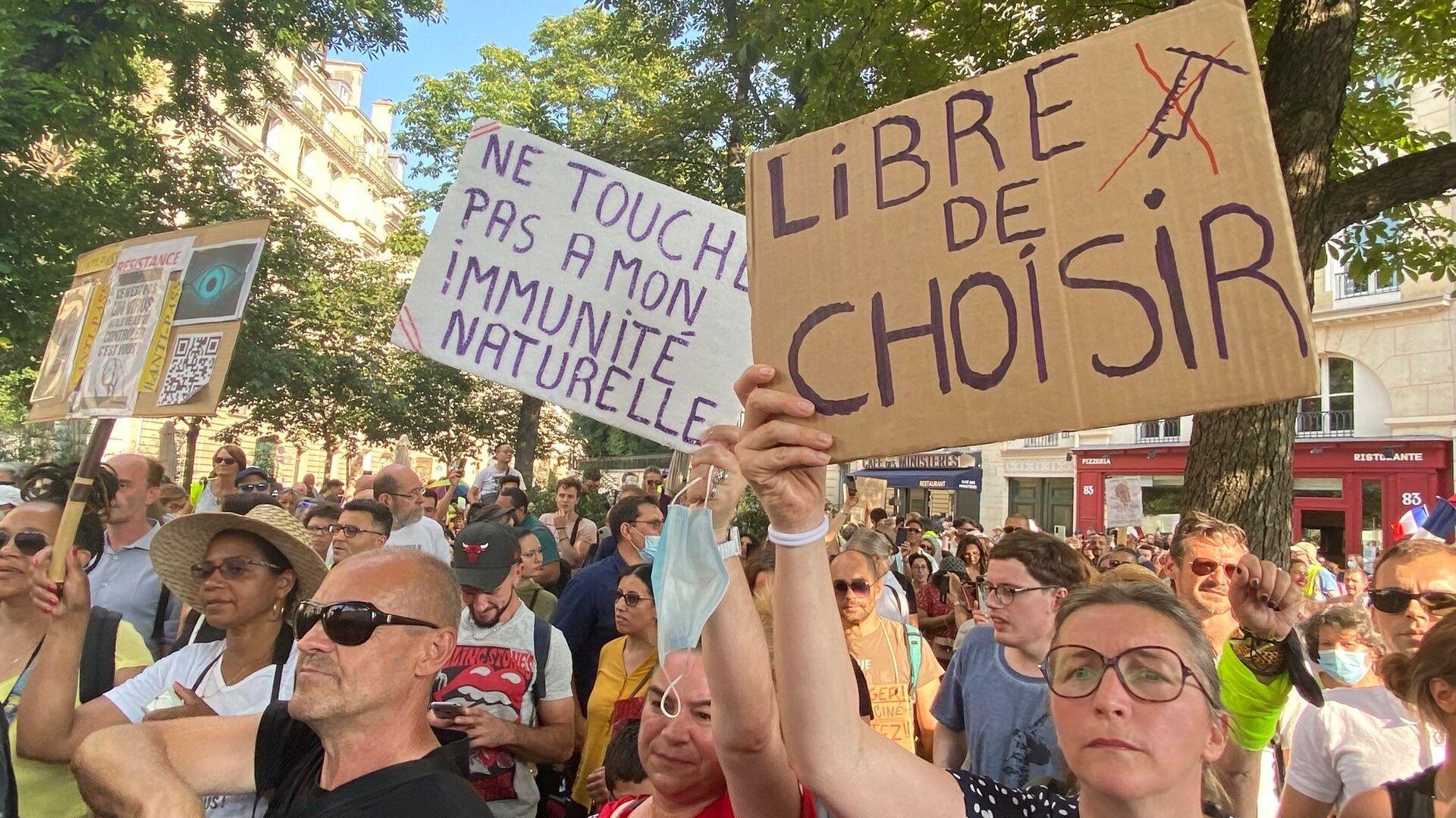 Manifestation contre le pass sanitaire et la vaccination obligatoire des soignants, 21 juillet 2021, Paris - Sputnik France, 1920, 22.09.2021