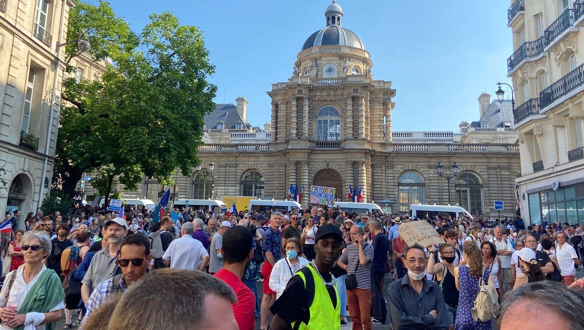 Manifestation contre l'extension du pass sanitaire à Paris, le 22 juillet 2021 - Sputnik France, 1920, 23.07.2021