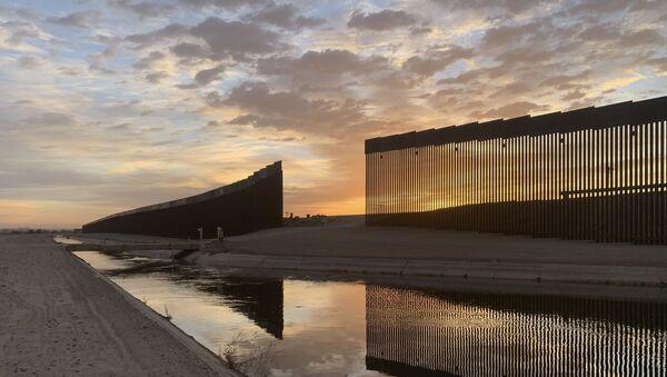 Mur à la frontière entre le Mexique et les États-Unis - Sputnik France