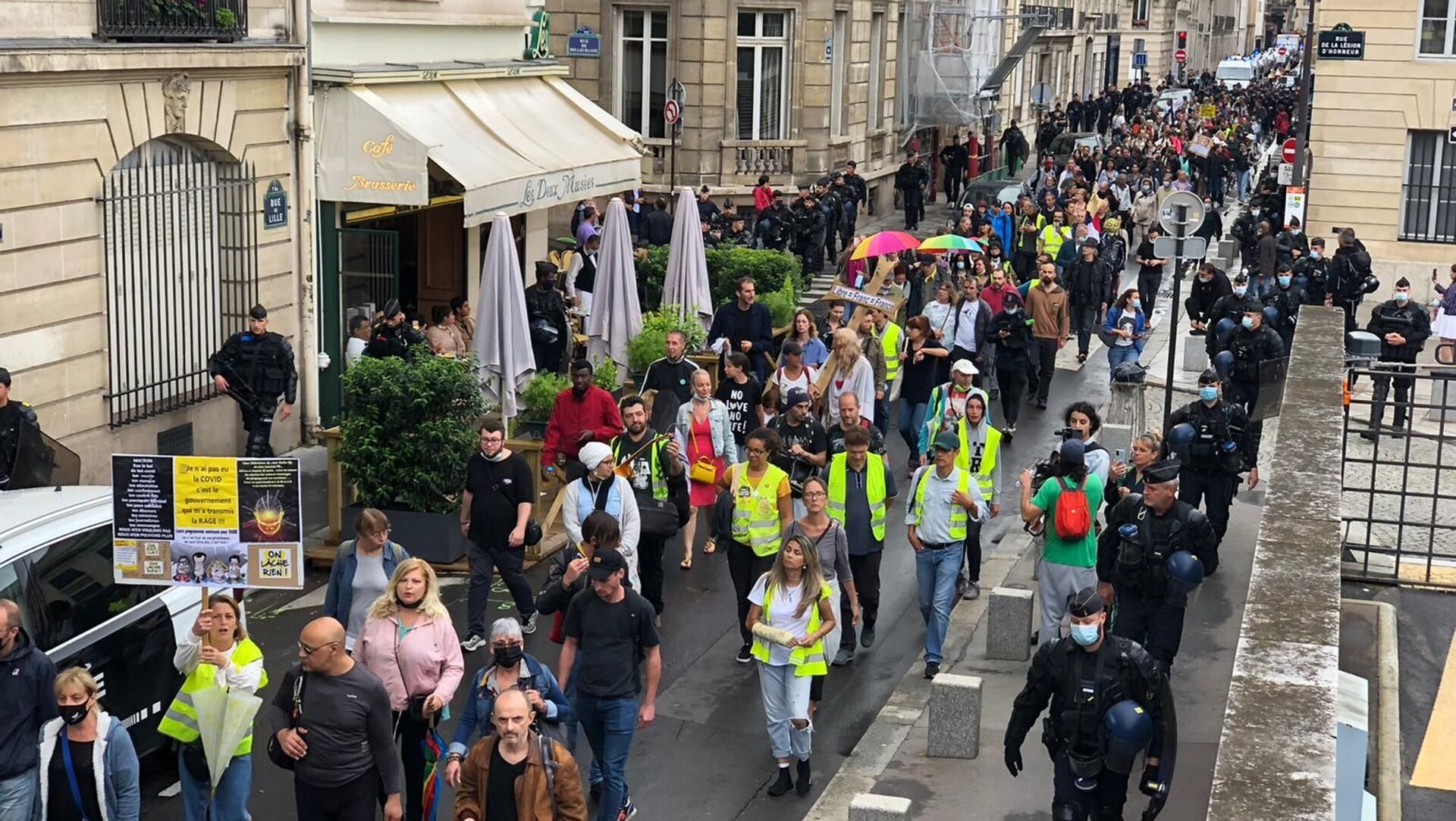Manifestation contre le pass sanitaire à Paris, 27 juillet 2021 - Sputnik France, 1920, 29.07.2021