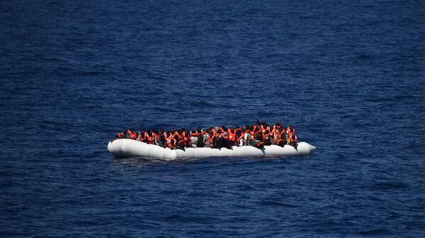 Migrants en mer Méditerranée - Sputnik France