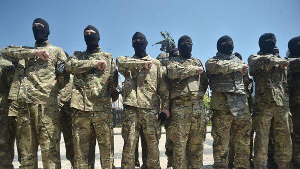 Des combattants du bataillon Azov avant leur départ au Donbass (archive photo) - Sputnik France