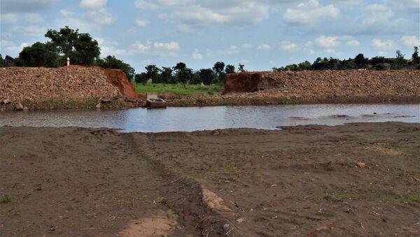 Un barrage destiné à alimenter en eau deux villages, Sidiki et Konkoagou, dans le nord du Togo, mais deux pluies torrentielles en sont venues à bout - Sputnik France