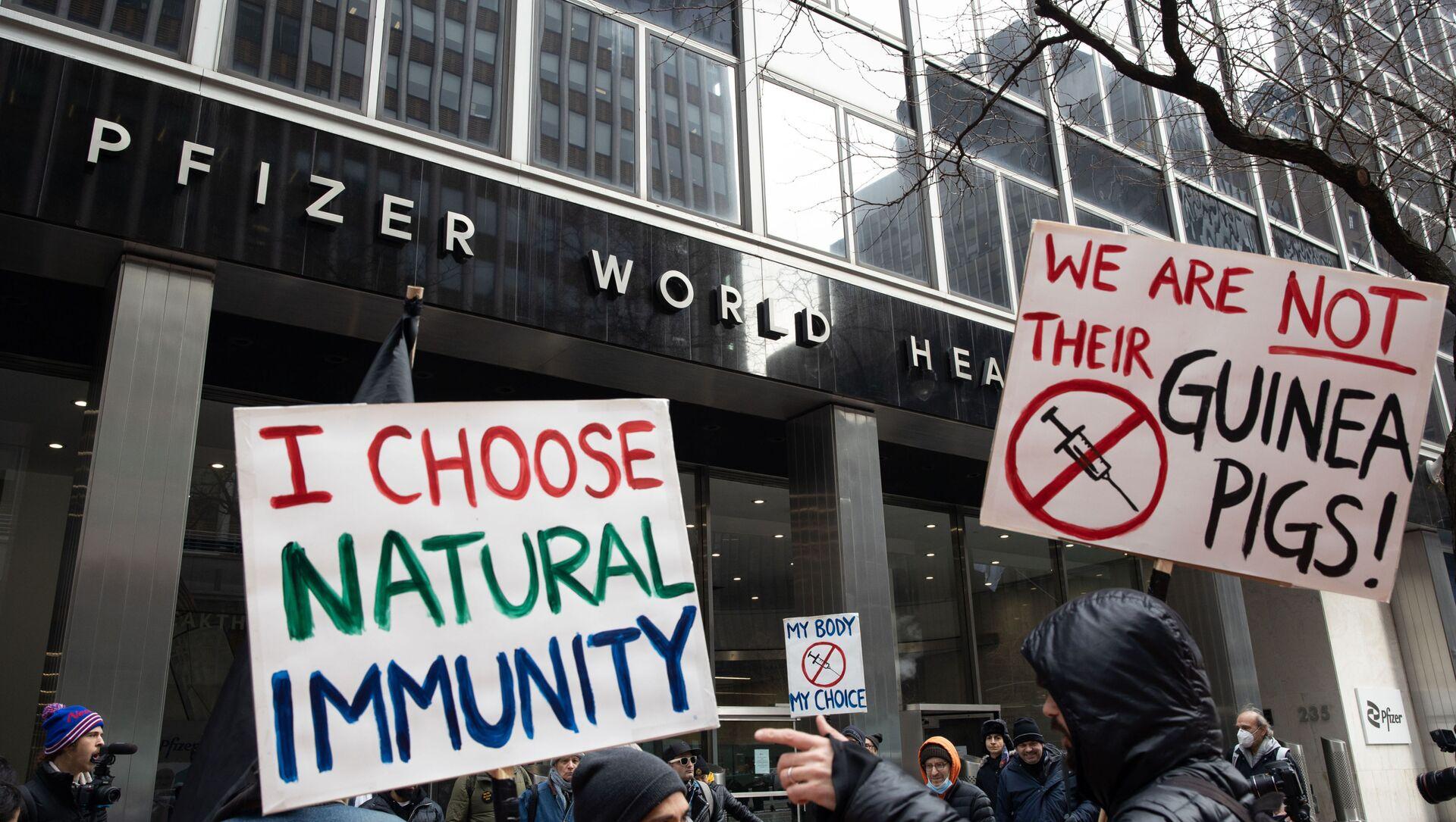 Manifestations contre la vaccination devant le siège de Pfizer à New-York, janvier 2021 - Sputnik France, 1920, 09.08.2021