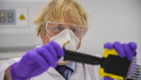 Le Premier Ministre britannique Boris Johnson, dans les locaux de Valneva à Livington, le 28 janvier 2021. - Sputnik France