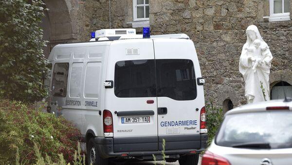 Saint-Laurent-sur-Sevre, l'investigation en cours sur le lieu d'assassinat d'un prêtre catholique - Sputnik France