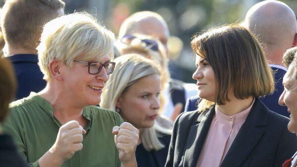 L'opposante biélorusse Svetlana Tikhanovskaya (à droite) et la Première ministre lituanienne Ingrida Simonyte (à gauche) lors d'une manifestation à Vilnius le 9 août 2021. - Sputnik France
