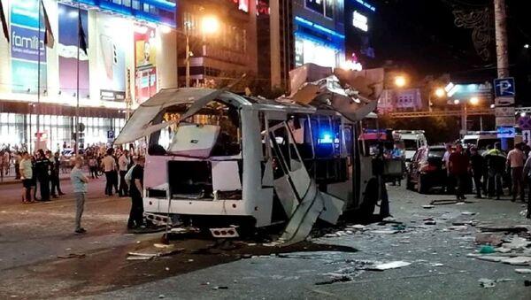 Un bus explose en pleine voie en Russie, un mort et des blessés - Sputnik France