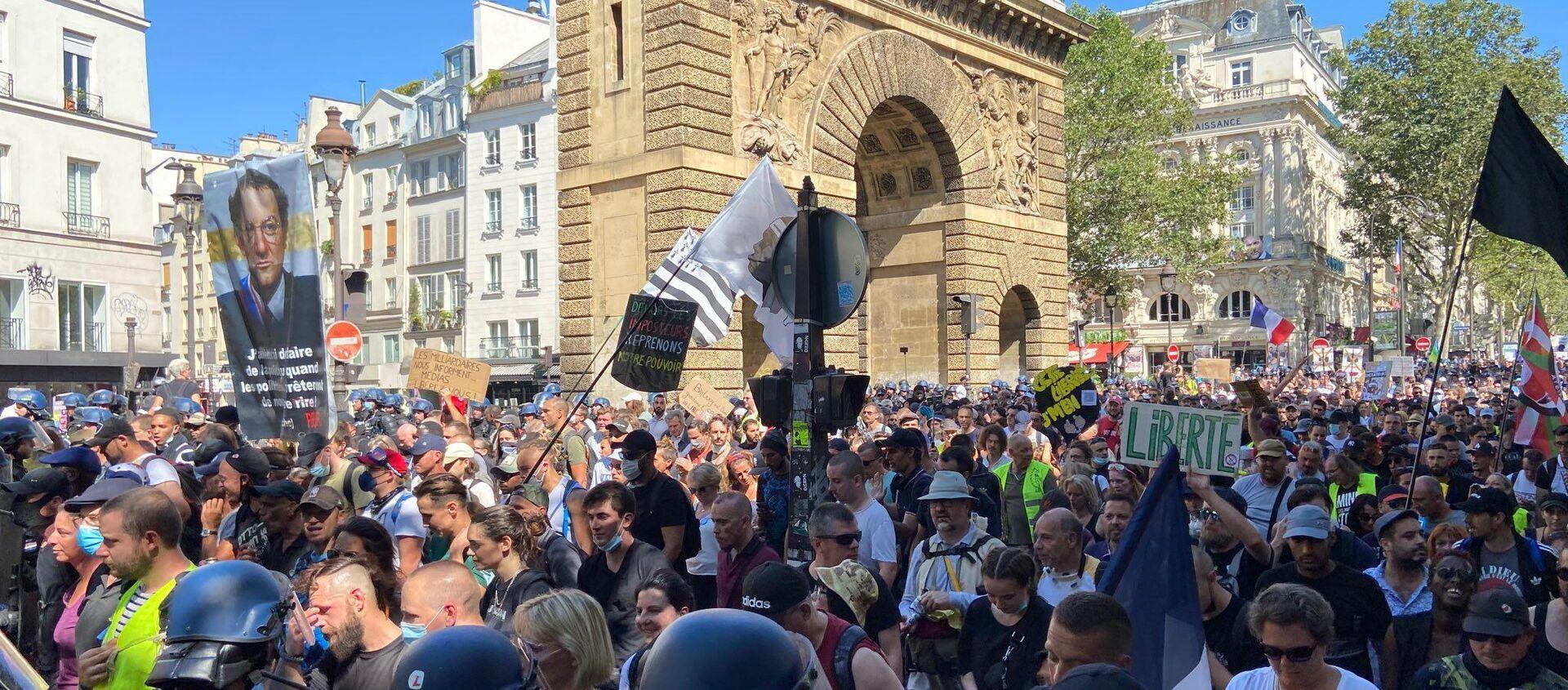 Manifestation contre le pass sanitaire à Paris, 14 août 2021 - Sputnik France, 1920
