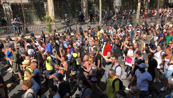 Manifestation contre le pass sanitaire à Paris, 14 août 2021 - Sputnik France