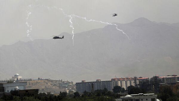 Des hélicoptères américains Black Hawk au-dessus de Kaboul - Sputnik France