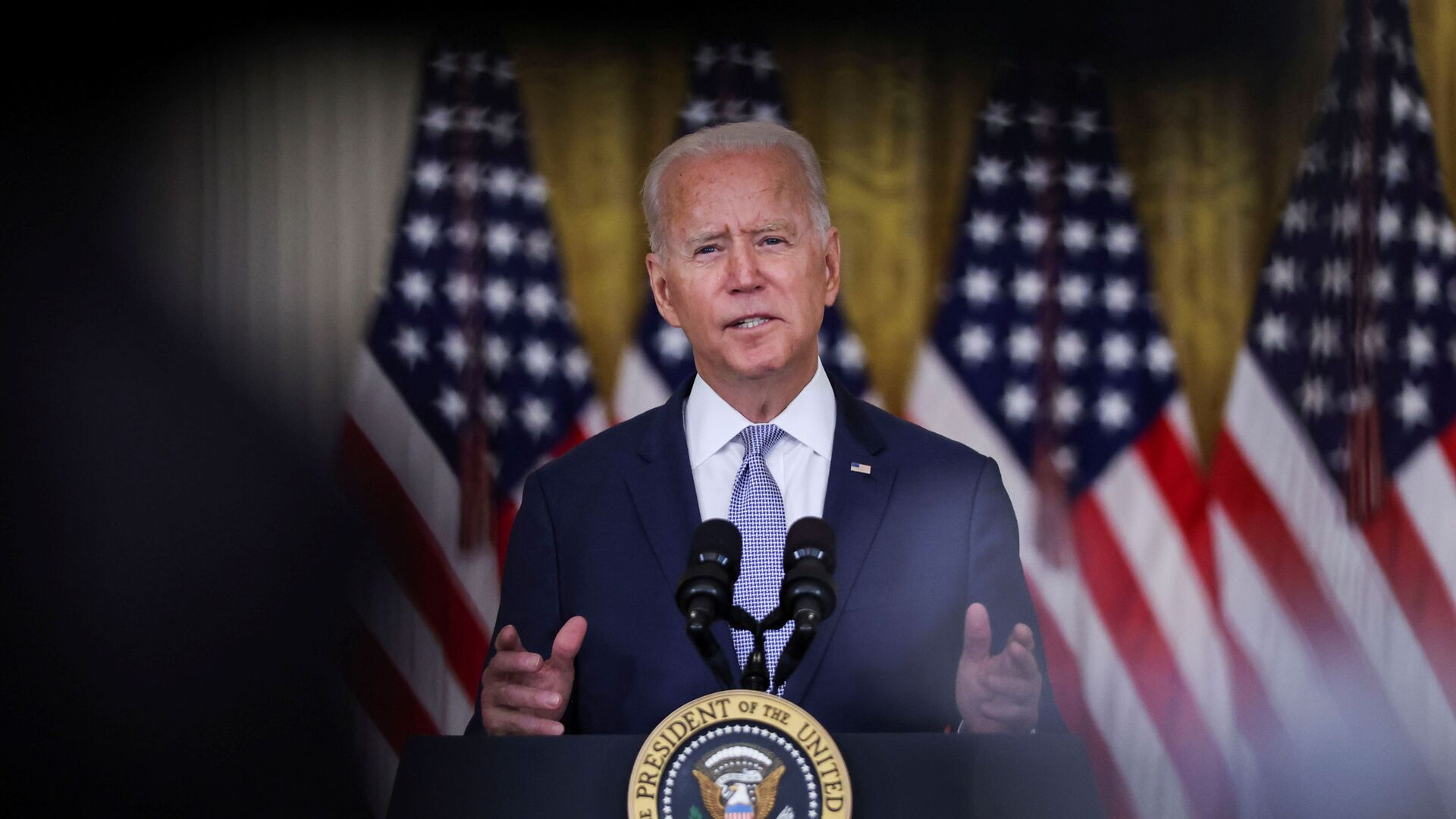 U.S. President Joe Biden discusses his 'Build Back Better' agenda and administration efforts to lower prescription drug prices during a speech in the East Room at the White House in Washington, U.S., August 12, 2021 - Sputnik France, 1920, 21.09.2021