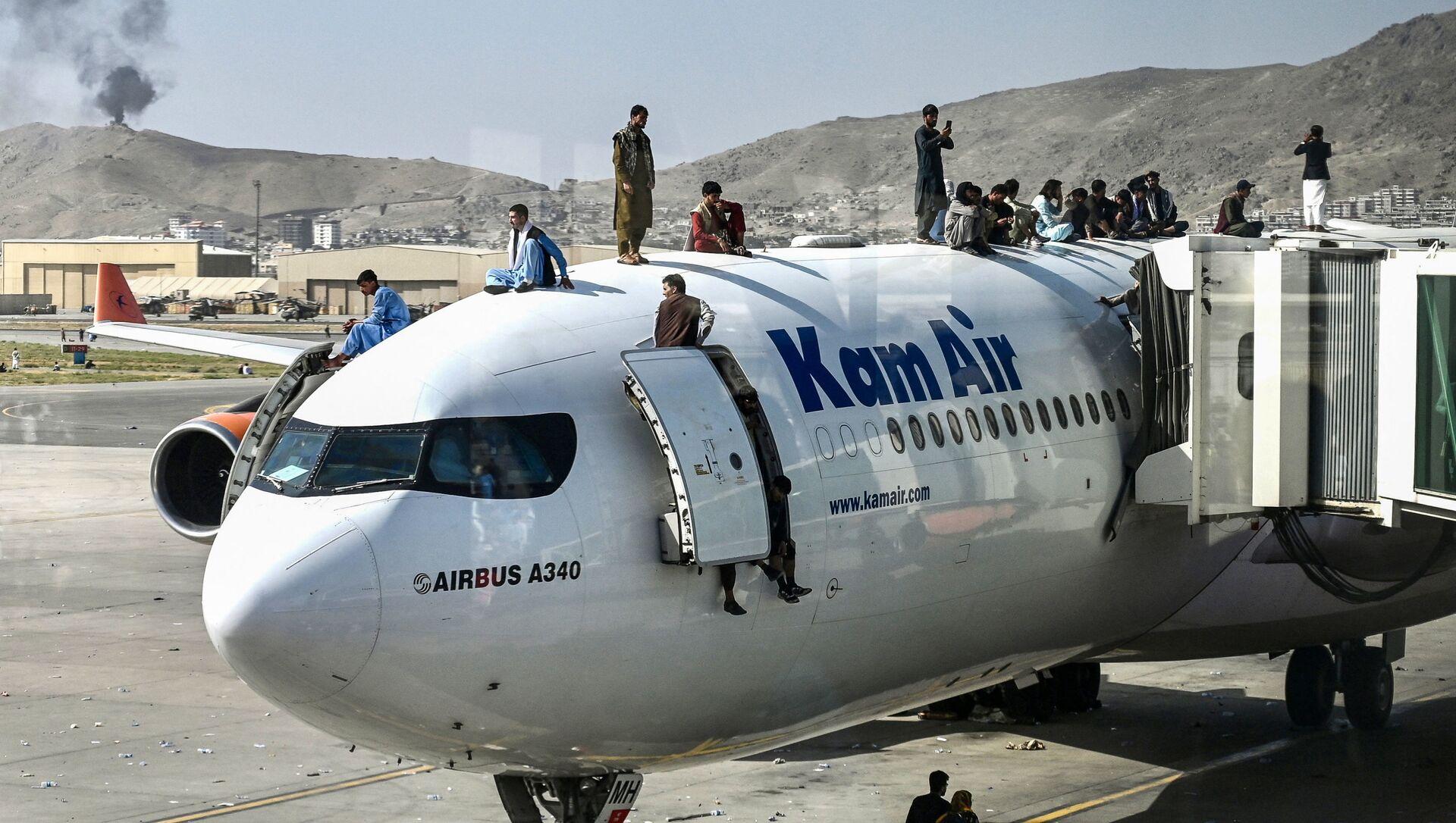 Des Afghans en attente d'évacuation à l'aéroport de Kaboul - Sputnik France, 1920, 28.08.2021