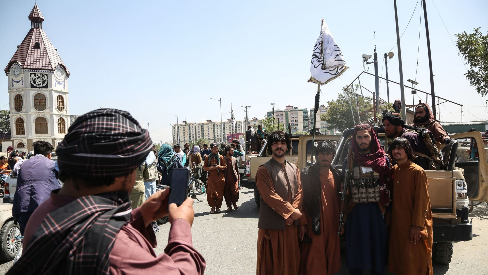 Taliban fighters (a terrorist group banned in Russia) pose for a photo in Kabul, Afghanistan.  - Sputnik France, 1920, 27.08.2021
