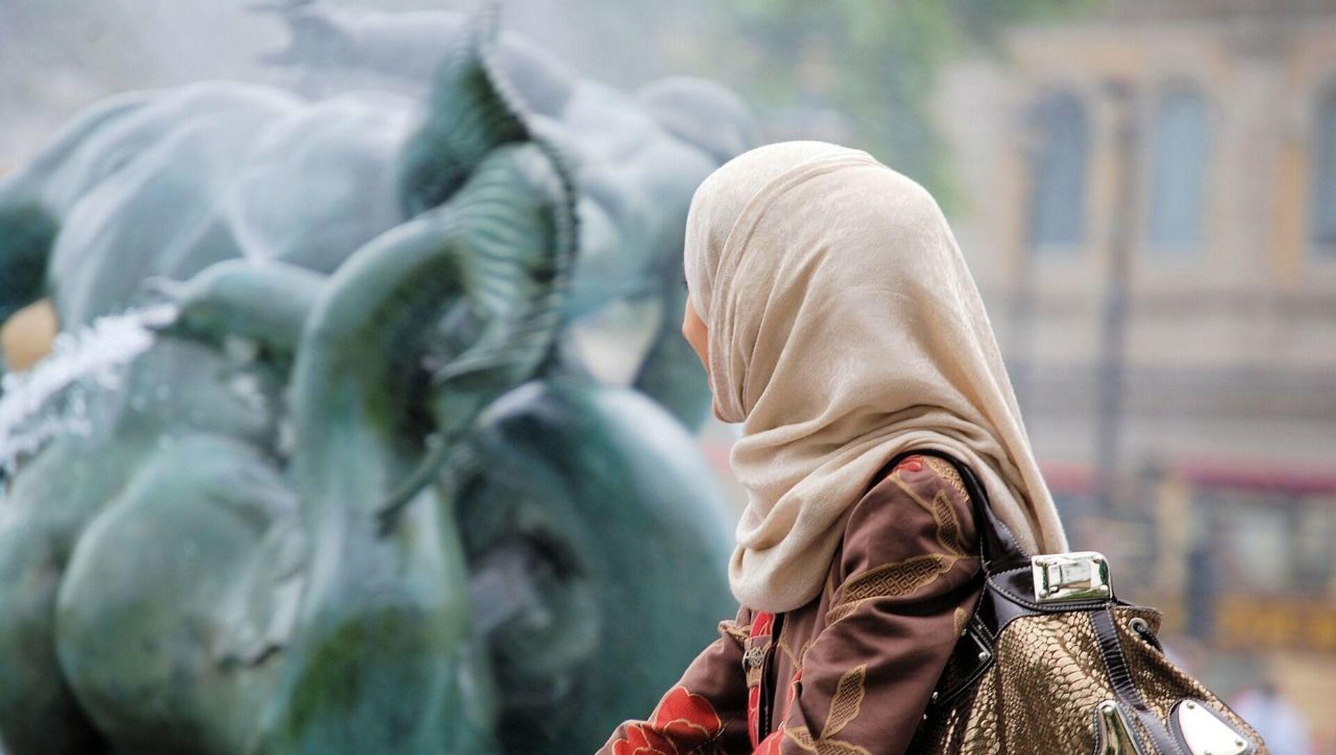 Jeune femme portant un voile musulman  - Sputnik France, 1920, 01.09.2021