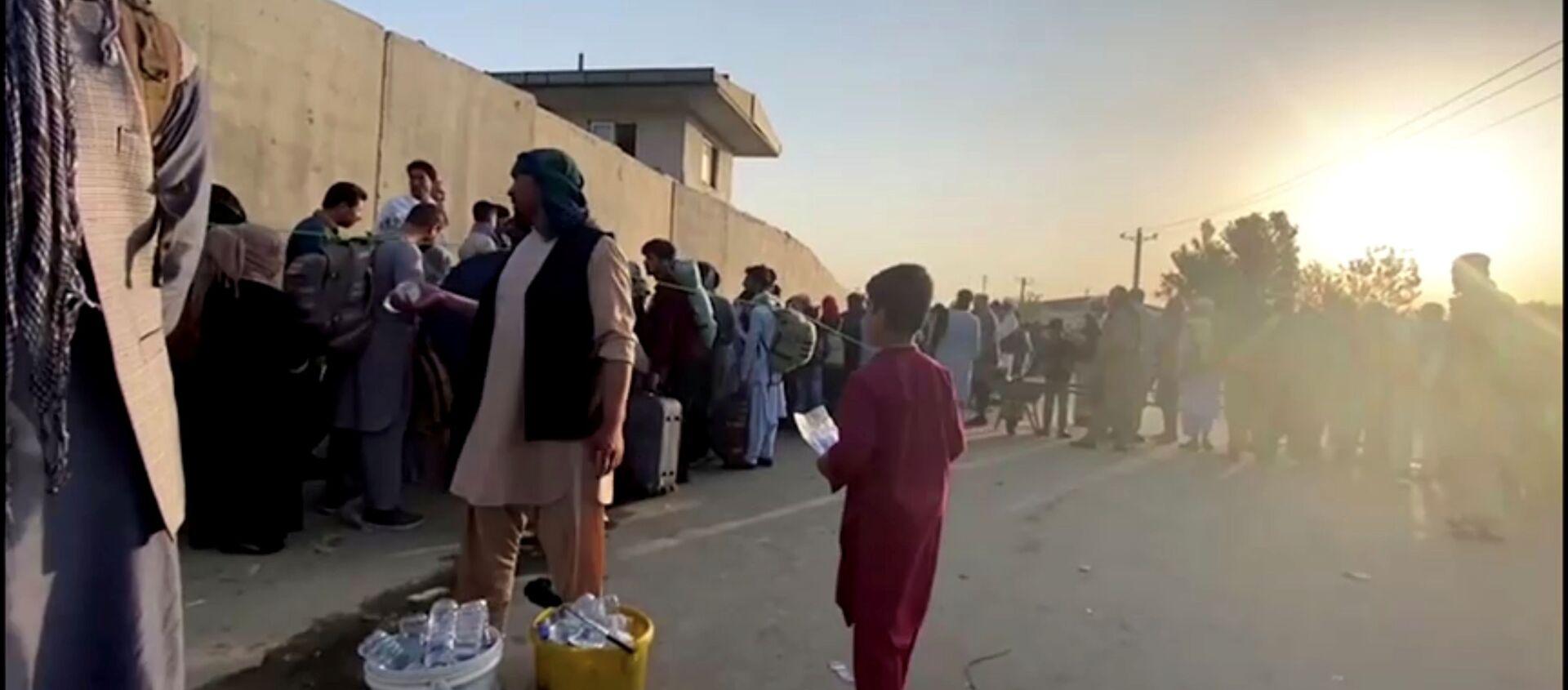 Une queue près de l'aéroport de Kaboul, le 22 août 2021 - Sputnik France, 1920, 24.08.2021
