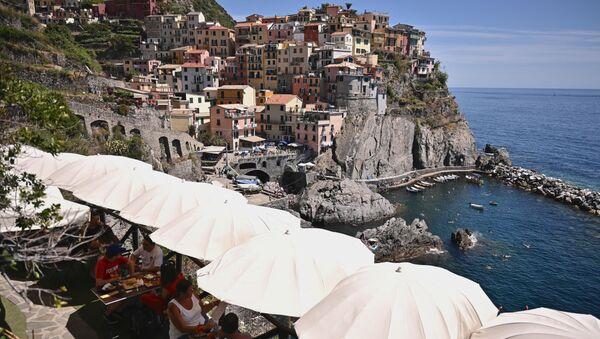 Des gens en terrasse d'un café italien, La Spezia - Sputnik France