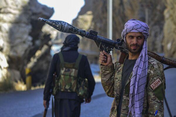 Après la prise du pouvoir par les talibans* en Afghanistan, des dizaines de centaines de soldats afghans qui n'ont pas accepté la reddition se sont rassemblés dans le Panchir en rejoignant les milices.  - Sputnik France