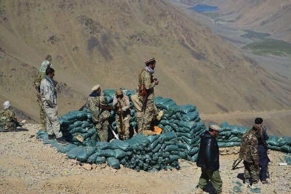 Cependant, vers le 23 août, les islamistes radicaux ont repris ce territoire et se sont retranchés dans les provinces de Badakhshan, de Takhar et du district d'Andarab, encerclant les forces d'Ahmad Massoud. - Sputnik France