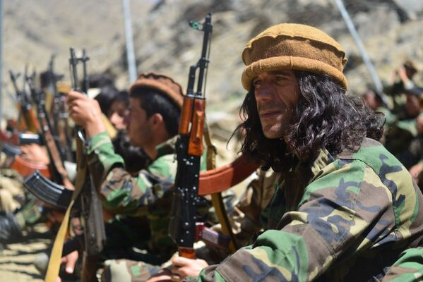 Les talibans* ont annoncé le 22 août qu'ils avaient donné quatre heures à Ahmad Massoud pour se rendre, mais le chef de la résistance a rejeté cette offre. Dans un entretien téléphonique avec Reuters, il a déclaré qu'il espérait mener des négociations de paix avec les combattants, mais que ses forces étaient prêtes à se battre. - Sputnik France
