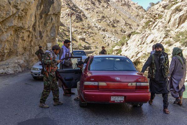 Seulement 140.000 personnes vivent au Panchir. Il s'agit d'une petite partie de l'Afghanistan mais dont l'importance est stratégique car c'est par cette région que l'on accède aux frontières des pays membres de l'OTSC. - Sputnik France