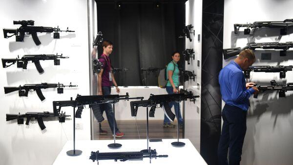 Un stand d'exposition de Kalachnikov au forum ARMÉE-2021 - Sputnik France