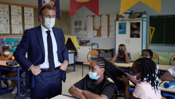 Emmanuel Macron dans une école à Marseille, le 2 septembre 2021 - Sputnik France