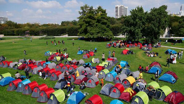 Le camp de migrants devant la préfecture d'Ile-de-France - Sputnik France