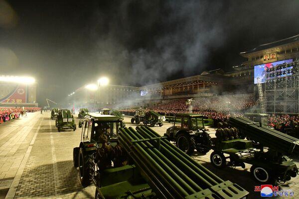 S'exprimant sous le couvert de l'anonymat, un responsable militaire a déclaré à l'agence de presse sud-coréenne Yonhap que le défilé avait eu lieu à une plus petite échelle que les défilés organisés en janvier 2021 et en octobre 2020. - Sputnik France