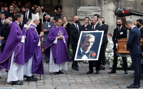 Des milliers de personnes sont venues dire adieu à Jean-Paul Belmondo. - Sputnik France