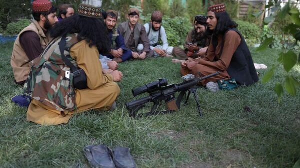 Бойцы Талибана* в парке развлечений в Кабуле  - Sputnik France