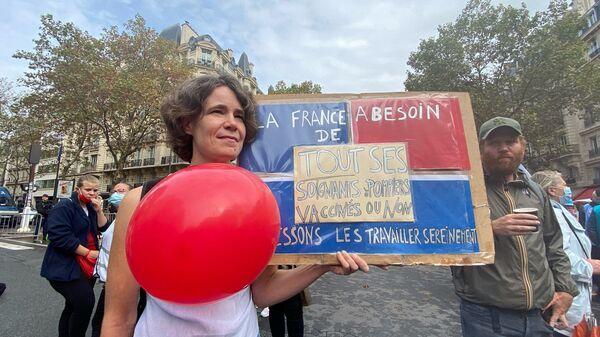 Manifestation de soignants contre obligation vaccinale à Paris, le 14 septembre - Sputnik France