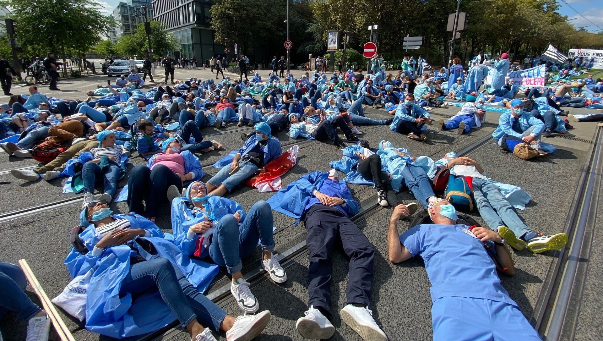 Manifestation des infirmiers anesthésistes diplômés d'État (IADE) à Paris, le 16 septembre 2021 - Sputnik France, 1920, 16.09.2021