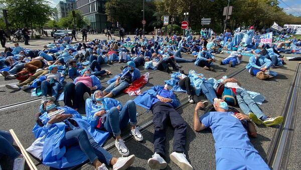 Manifestation des infirmiers anesthésistes diplômés d'État (IADE) à Paris, le 16 septembre 2021 - Sputnik France