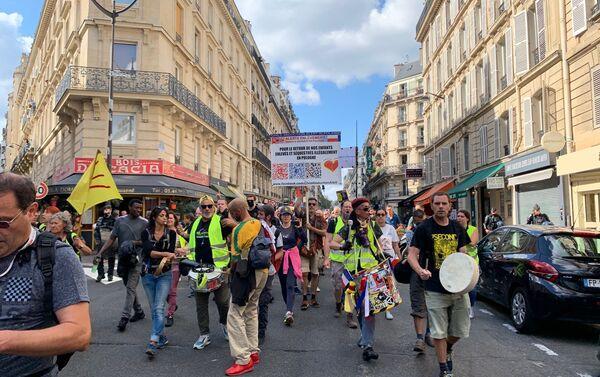 Dixième samedi de manifestations à Paris contre le pass sanitaire que Macron envisage d'alléger - Sputnik France