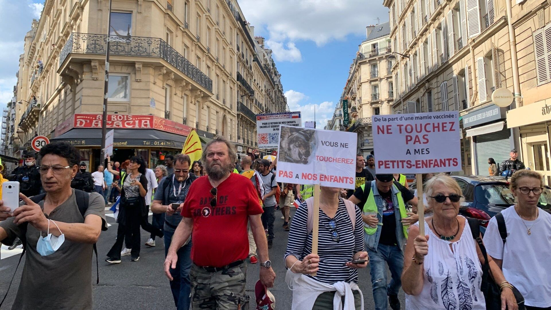 Dixième samedi de manifestations à Paris contre le pass sanitaire que Macron envisage d'alléger - Sputnik France, 1920, 18.09.2021