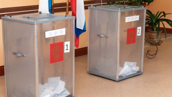 Dans un bureau de vote en Russie - Sputnik France