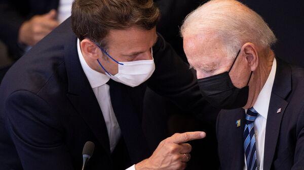Emmanuel Macron et Joe Biden avant une réunion de l'Otan à Bruxelles, juin 2021  - Sputnik France
