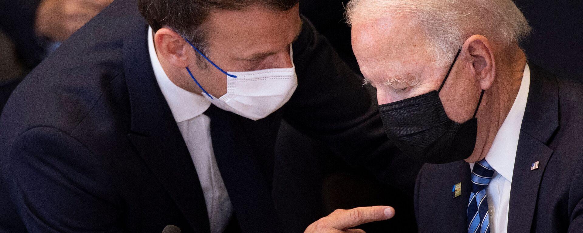 Emmanuel Macron et Joe Biden avant une réunion de l'Otan à Bruxelles, juin 2021  - Sputnik France, 1920, 22.09.2021