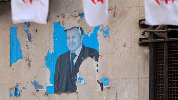 Un portrait d'Abdelaziz Bouteflika, Alger - Sputnik France