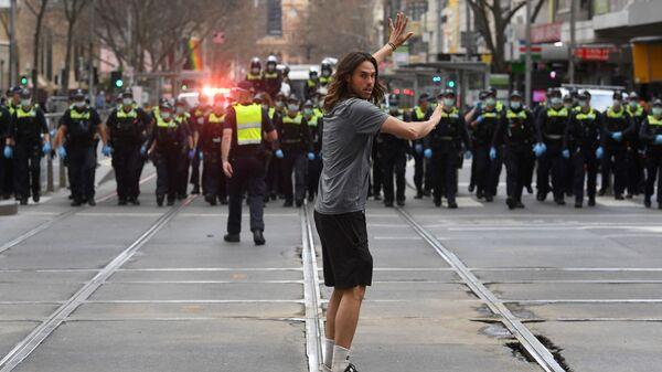 Протесты австралийцев против коронавирусных ограничений в Мельбурне - Sputnik France