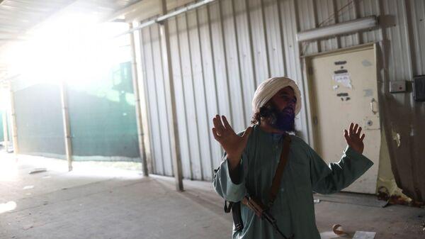 Боевики Талибана* на бывшей американской авиабазе Баграм в Парване, Афганистан - Sputnik France