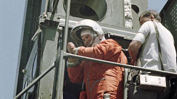 Летчик-космонавт Валентина Терешкова перед стартом - Sputnik France
