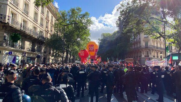Une manifestation interprofessionnelle se tient à Paris, le 5 octobre 2021 - Sputnik France