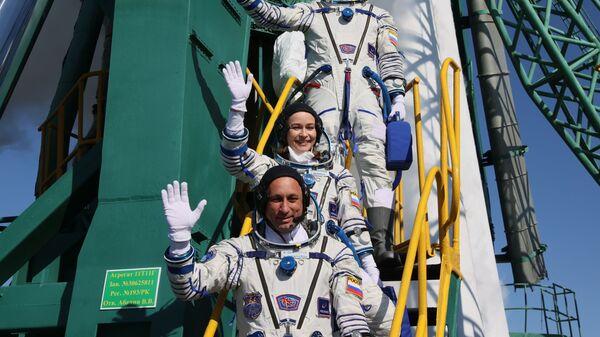 Члены основного экипажа 66-й экспедиции на Международную космическую станцию перед стартом космического корабля Союз МС-19  - Sputnik France