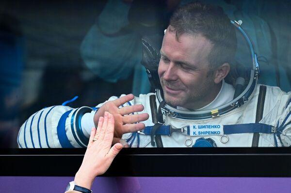 Ioulia Peressild et Klim Chipenko passeront presque quinze jours à bord de l'ISS.Sur la photo: le réalisateur Klim Chipenko avant le lancement du vaisseau spatial Soyouz MS-19 depuis le cosmodrome de Baïkonour. - Sputnik France