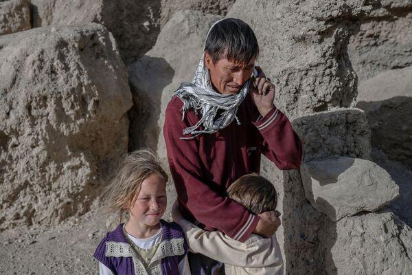 """Selon certaines données, la construction de deux statues géantes de Bouddha, de 55 et 37 mètres de haut chacune, a commencé dans la vallée de Bamiyan au VIe siècle. La grande statue représentait Vairocana (""""Grand soleil"""", """"Grande lumière"""" ou le """"Resplendissant"""") et était peinte principalement en rouge, tandis que la petite statue, celle de Shakyamuni (""""sage des Sakyas"""") en bleu. - Sputnik France"""