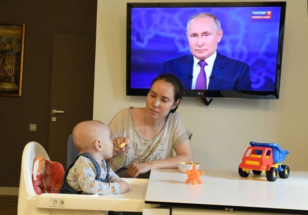 Retransmission de Ligne directe avec le Président russe, le 30 juin 2021. - Sputnik France